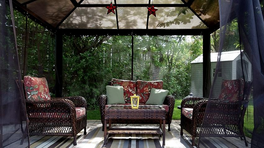 Красивая мебель для беседки может быть сделана из всевозможных материалов в разных стилях