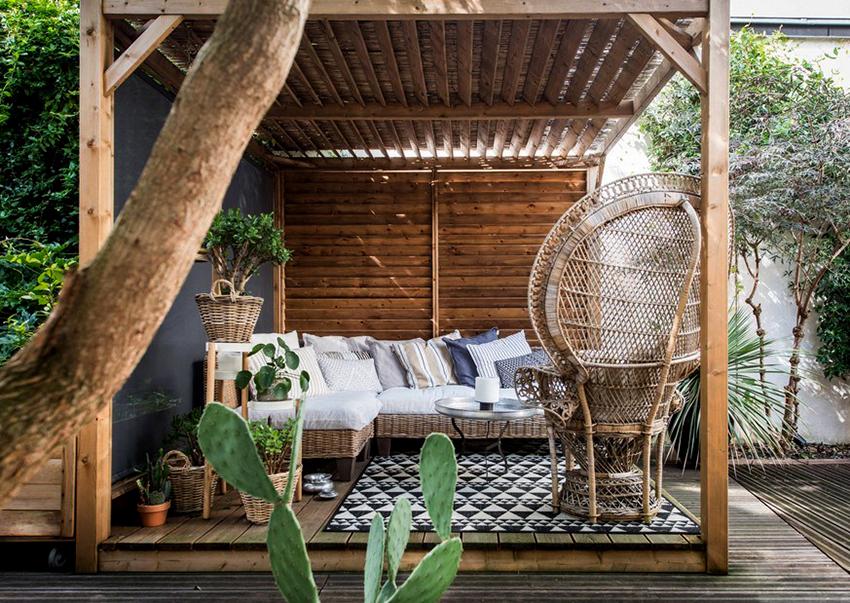 Мебель из ротанга смотрится стильно и элегантно на садовом участке