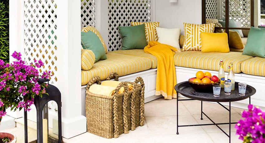 Мебель для беседки: комфортабельность и гармония в сочетании с изяществом