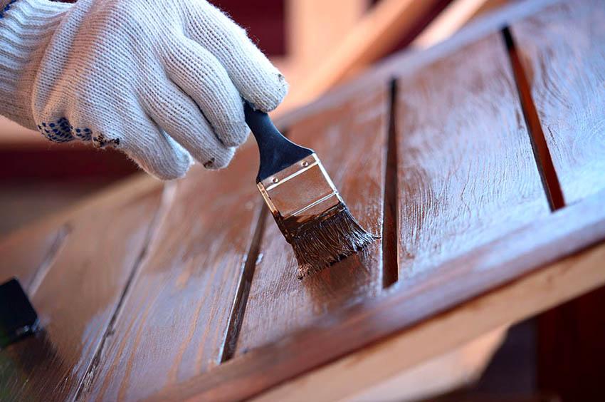 Когда стол будет собран, его необходимо покрасить или покрыть лаком