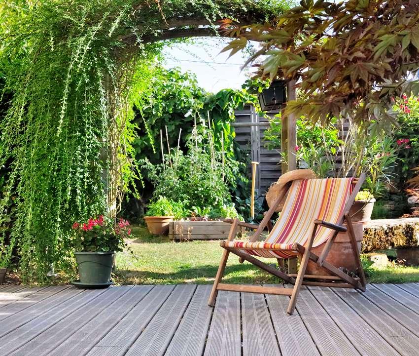 Бескаркасная мебель также может использоваться для оформления террасы