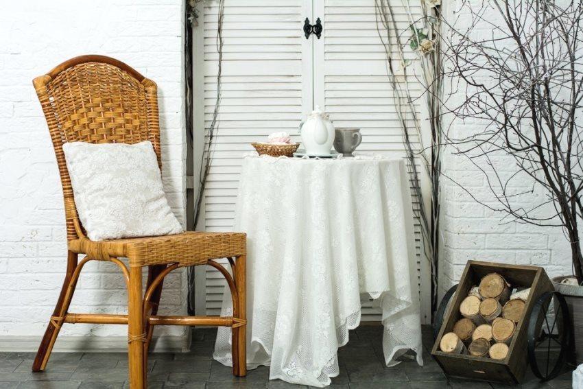 Плетеные изделия используют летом прямо на улице либо на закрытых террасах