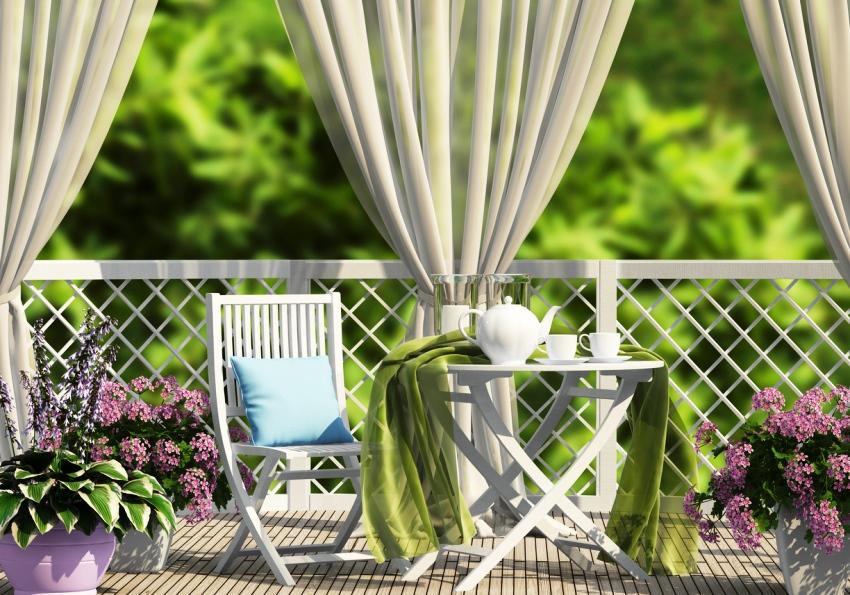 Для открытой террасы лучше всего подойдет мебель из твердых пород древесины