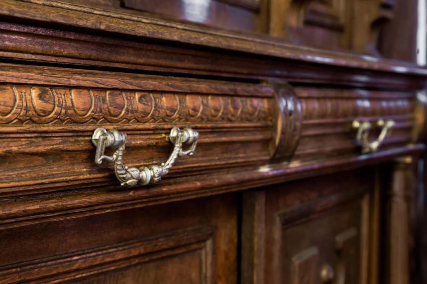 Выбирая мебель из натурального дерева, стоит знать основные качества массива породы