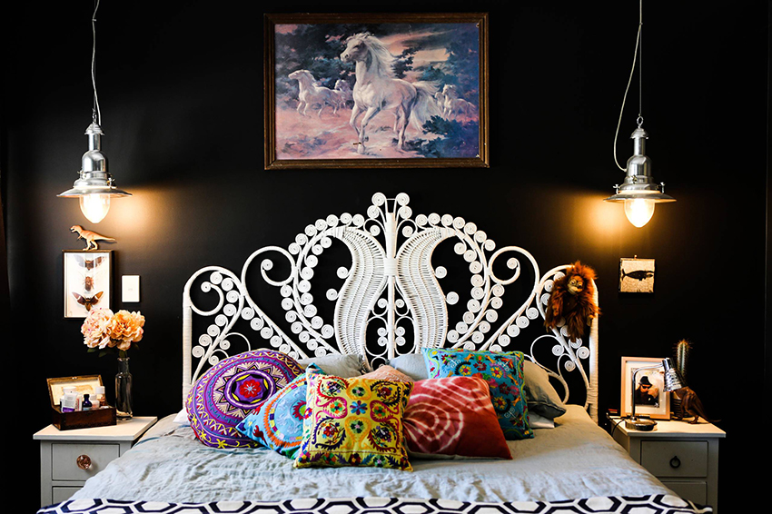 The head of the bed, made of rattan, looks impressive, beautiful and unusual