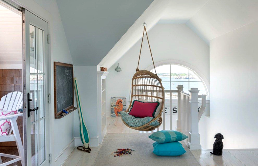 Детям и подросткам придется по вкусу изготовленное из ротанга подвесное кресло