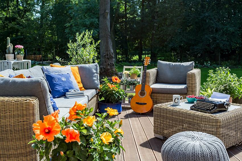 Ротанговая мебель – особенно хорошо вписывается в ландшафтный интерьер