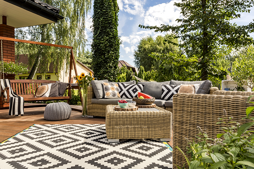 The main advantages of rattan furniture - lightness, strength, moisture resistance and durability