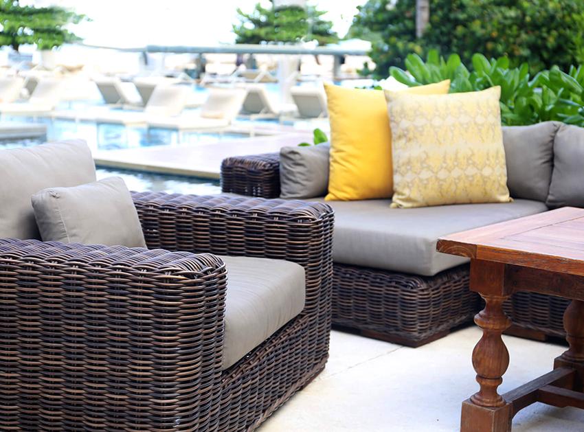 У мебели из натурального ротанга стыки выполнены качественно, а оплетка хорошо закреплена