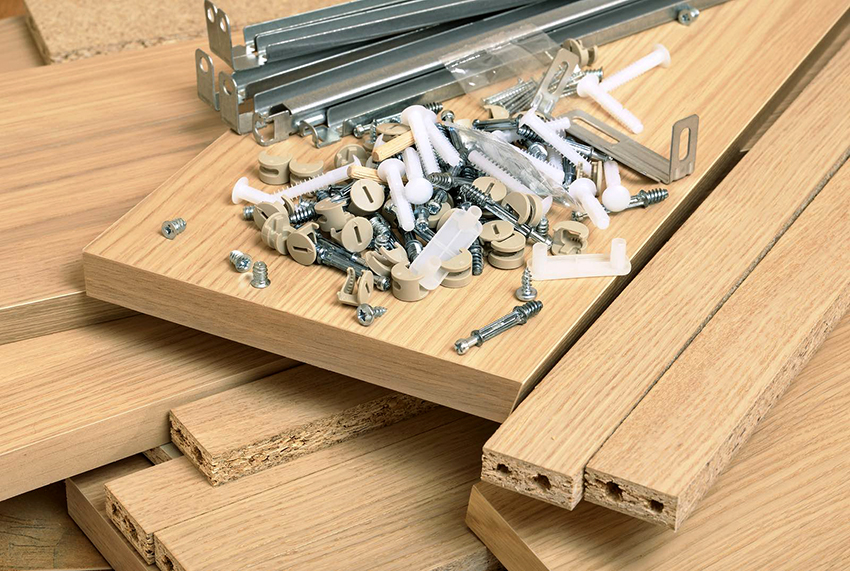 For the chair will need wooden shields, beams, screws and screws