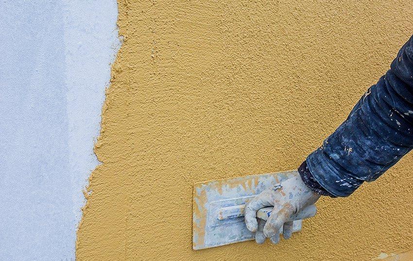Деккоративный слой заключается в использовании минеральной штукатурки — строительного материала на цементной основе