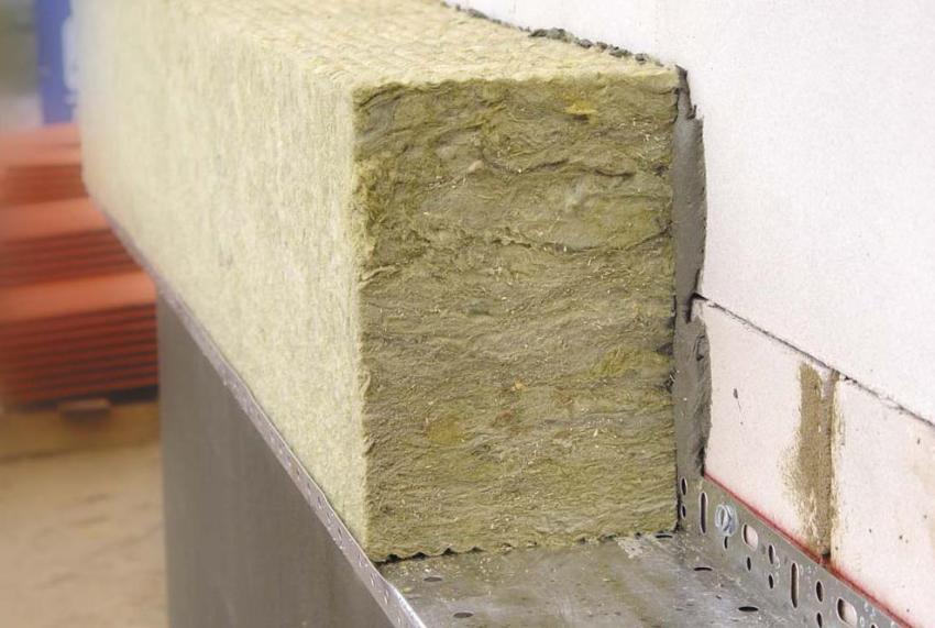 Для монтажа мокрого фасада следует позаботиться о наличии полного арсенала нужных материалов