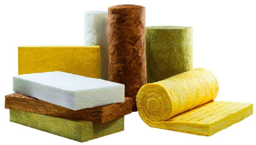В качестве теплоизоляции можно использовать два вида материала – минеральную вату и пенополистирол