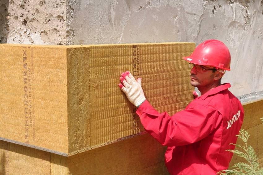 В конструкции мокрого фасада в качестве утеплителя чаще всего используется минеральная вата