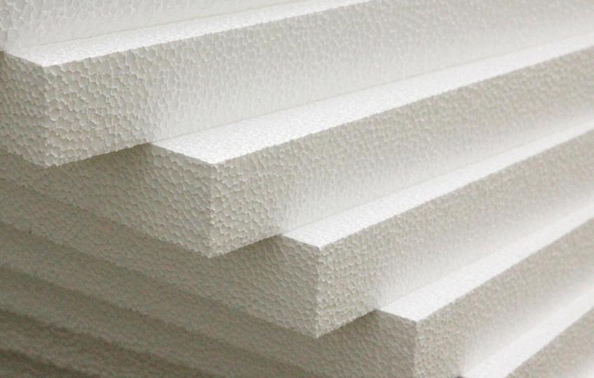 Материал должен иметь прочность на разрыв минимум 100 КПа и обладать плотностью от 15 до 25 кг/м³