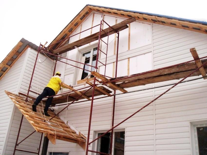 Монтаж вентилируемого фасада можно проводить в любое время года, в отличии от мокрого способа