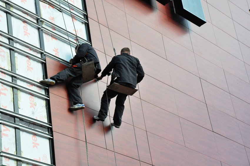 Навесные вентилируемые фасады с успехом применяются для внешней отделки зданий любого назначения и типа
