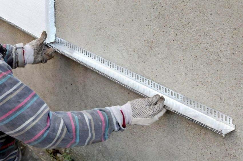 Монтаж цокольного профиля под утепление фасада