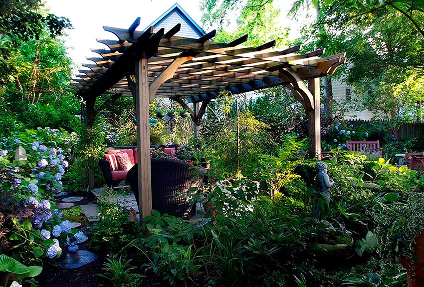 Пергола может стать дополнительной комнатой в теплое время года