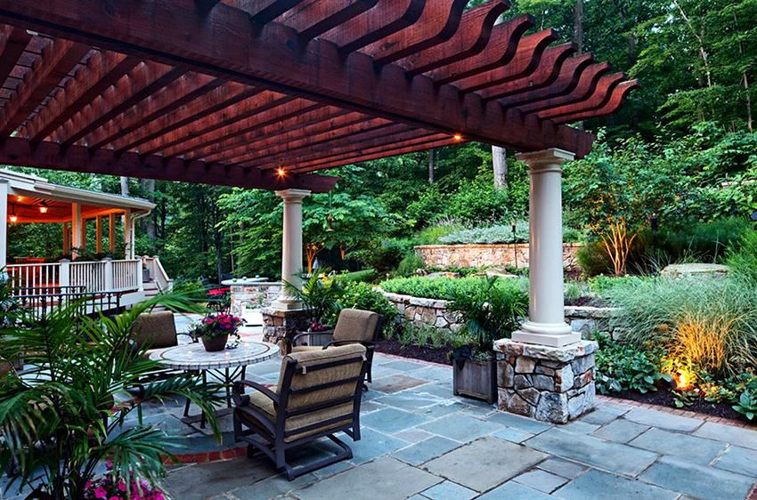 Пергола – это опора для вьющихся растений, навес от солнца и зона для отдыха