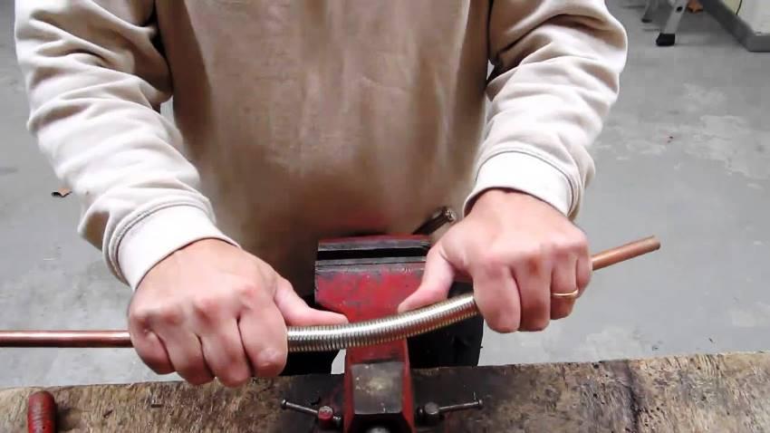 Гнутик помогает сгибать металлические прутья под любыми углами