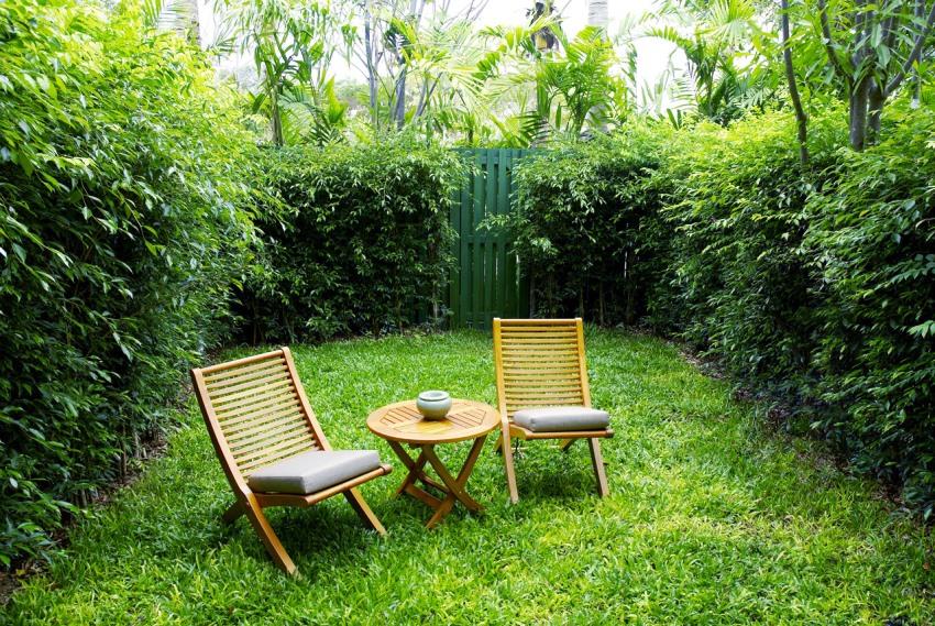 Переносная мебель для сада легко складывается и быстро уберается на время плохой погоды