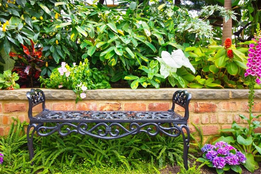 Металлическая садовая мебель нуждается в дополнительной защите от коррозии