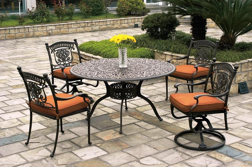 Садовая мебель в французском стиле чаще всего изготавливается из металла