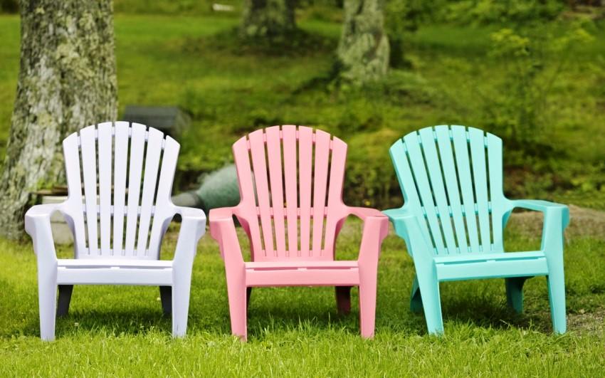 Мебель из пластика не боится дождя, жары или холода и стоит достаточно дешево