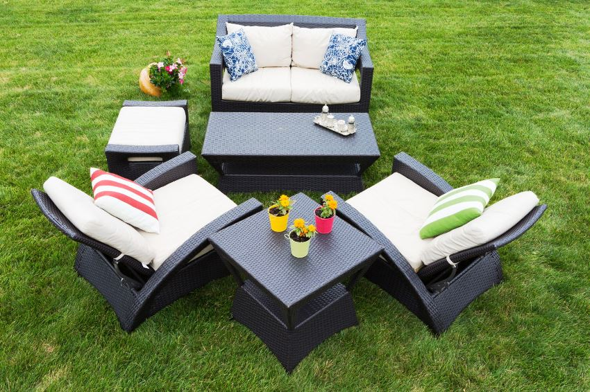 Современная ткань в мебели для сада обладает грязеотталкивающим свойством