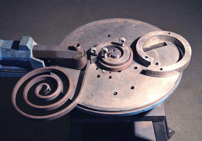 Универсальный станок улитка для создания художественных спиралей и завитков