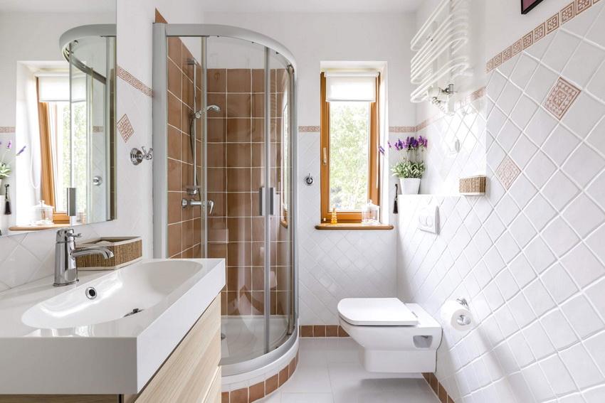 Душевая кабина со стеклянной перегородкой идеально подойдет для малогабаритной ванной
