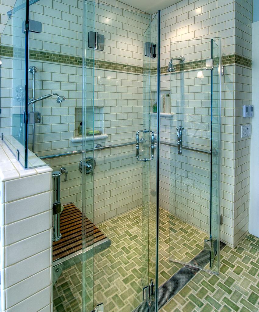 Стеклянные двери гармошечного типа могут состоять из одной или двух створок