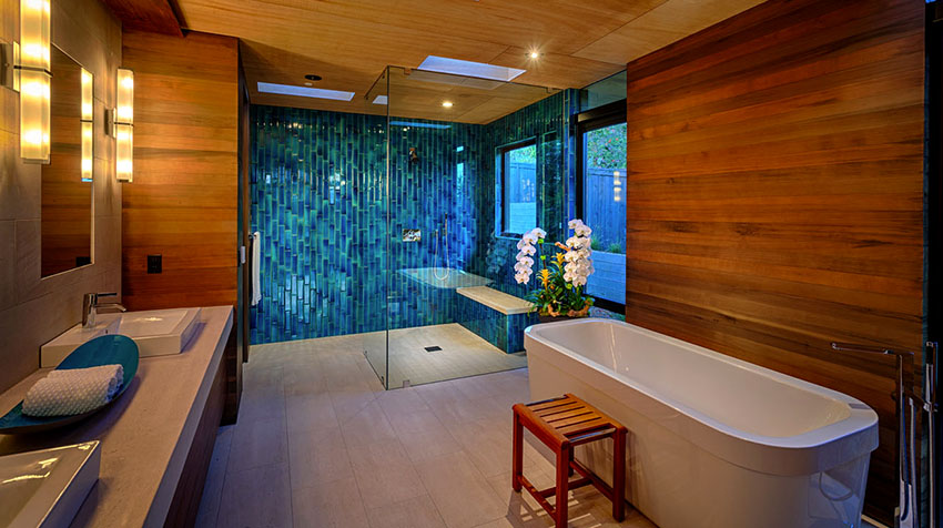 На рынке представлен широкий модельный ряд стеклянных дверей для душа на любой вкус