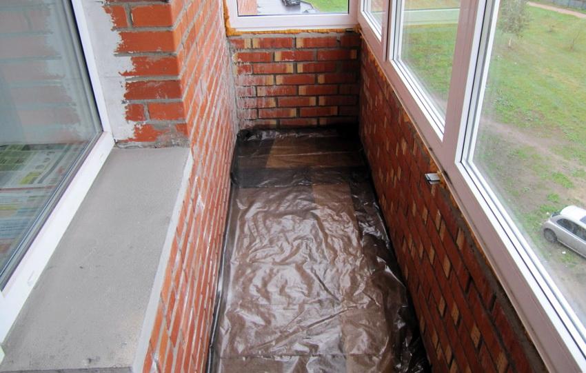 Перед утеплением балкона керамзитом обязательно необходимо провести гидроизоляцию
