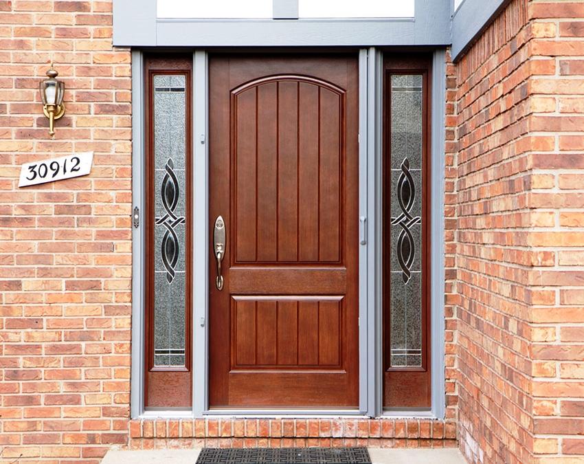 Порожек защитит деревянное полотно двери от негативного воздействия осадков и грязи