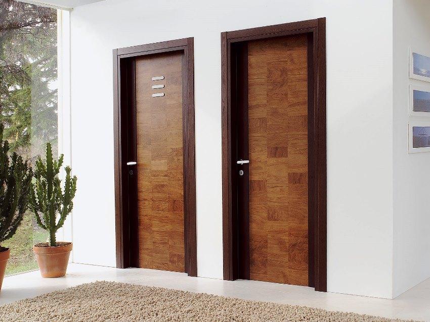 Сделать входную дверь в квартиру оригинальной может фурнитура или само полотно