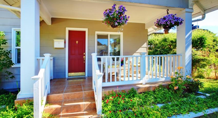 Деревянная дверь под заказ может стоить дешевле, чем готовые заводские модели