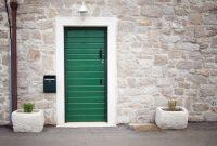 Краски, используемые для окрашивания двери, должны быть устойчивыми к влаге и препятствовать гниению полотна