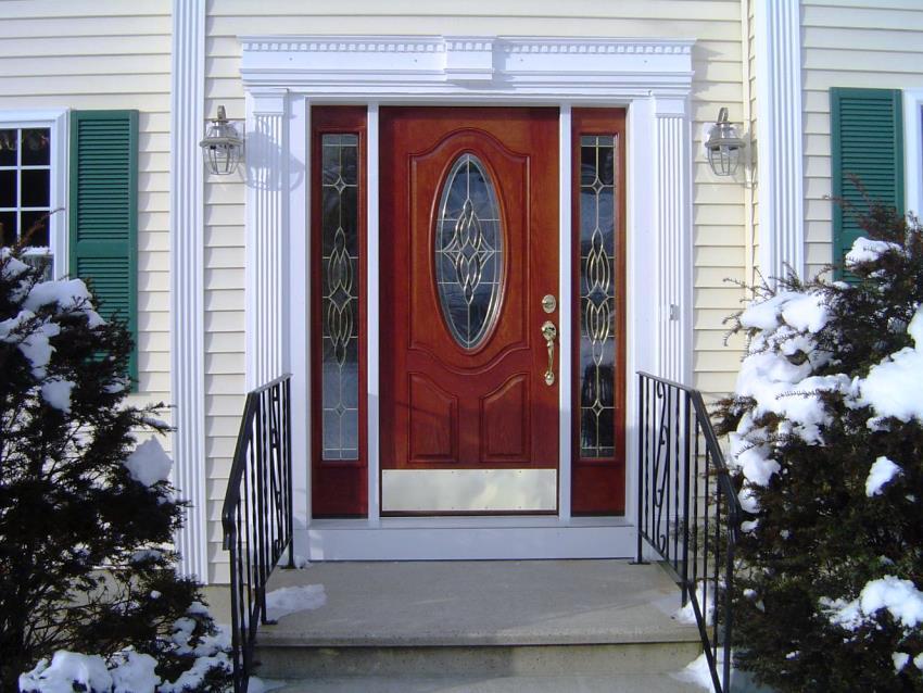 Покупая недорогие двери нужно убедиться, что их цена не связана с наличием каких-либо дефектов