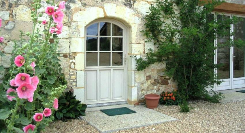 Входная дверь со стеклом для частного дома: великолепные примеры оформления
