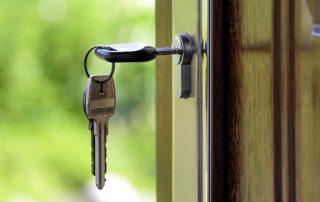 Замок врезной для деревянной двери: надежная защита квартиры от взлома