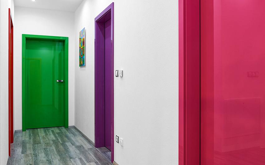 Двери отличаются большим разнообразием вариантов исполнения и цветовой гаммы