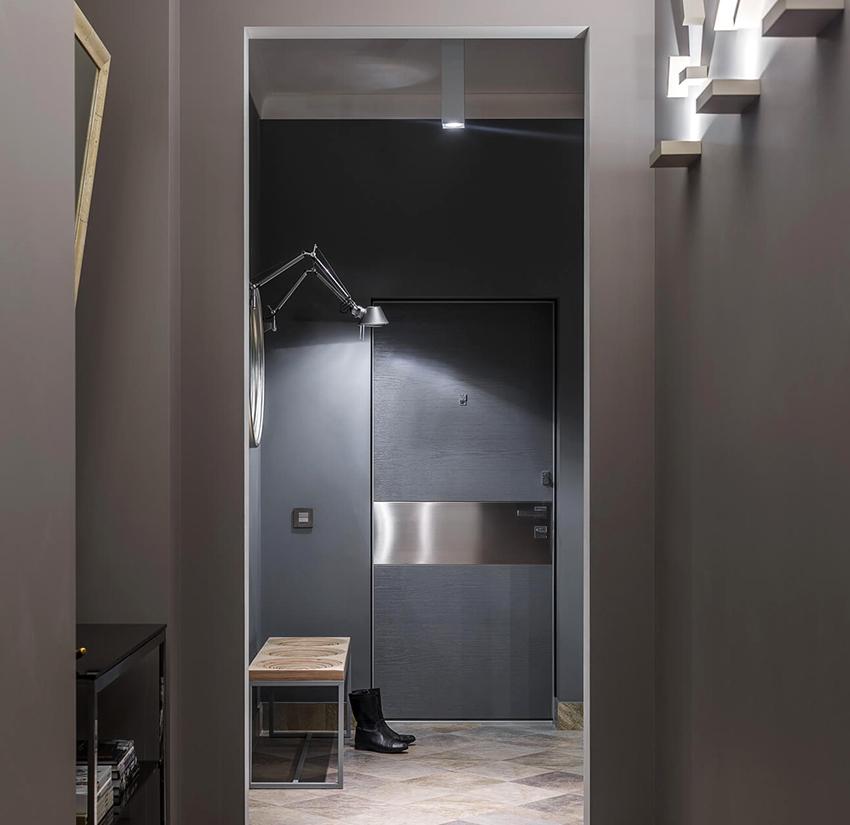 На входные алюминиевые двери рекомендуют устанавливать врезные замки