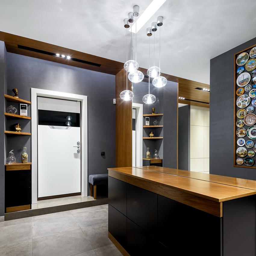 При покупки входной алюминиевой двери не стоит экономить, качественная конструкция стоит в среднем 25 тыс. рублей