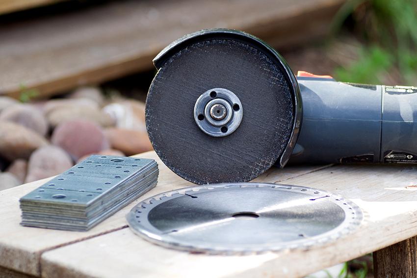 Сегментные диски изготавливают из карбит-фольфрама, который характеризуется высокой прочностью