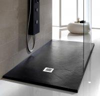 Поддоны из натурального камня долговечные и хорошо смотрятся в интерьере ванной комнаты