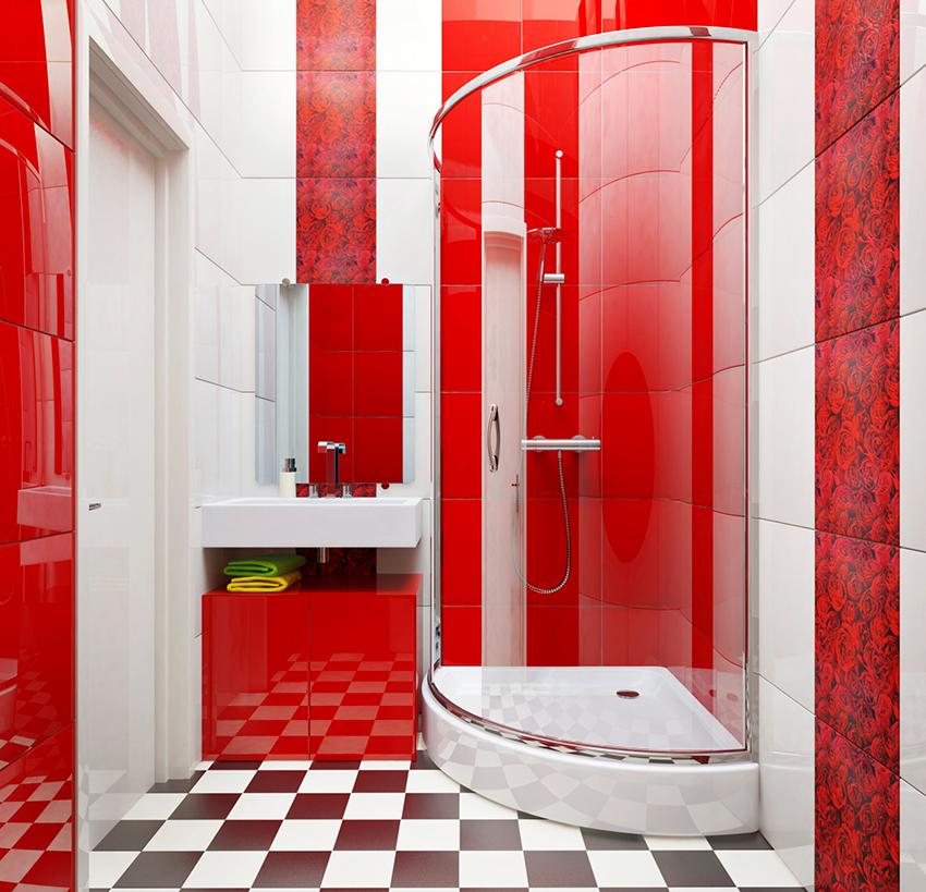 Если помещение ванной небольшое лучше отдать предпочтение душевой с прозрачными стенками