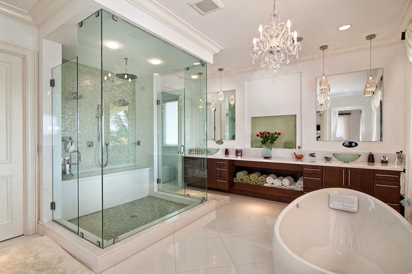 Для боковых стенок закрытых душевых кабин используют силикатное стекло или оргстекло