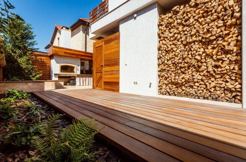 Важным моментом является не только место расположения дров, но и условия их хранения